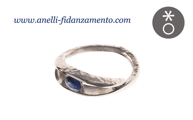 foto anello con zaffiro