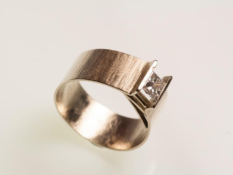 Diamante-anello-minimal-geometrico
