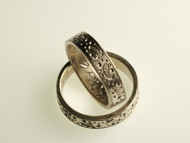 "Fedi nuziali con simboli incisi: ""Boteh""- Fedi in oro bianco incise a mano / ""Boteh""- White gold rings engraved by hand"