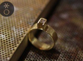 foto anello geometrico