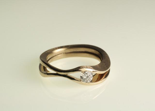 Anello di fidanzamento per Valentina, in oro bianco 750 senza nichel, con diamante etico.