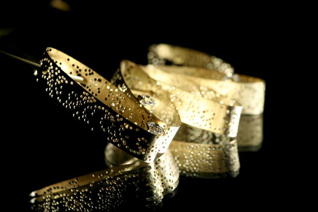 Foto della collana in oro e diamanti per l'anniversario di matrimonio