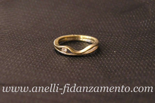 Anello di Fidanzamento bicolore su misura in oro giallo e bianco