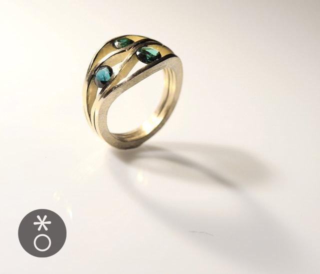 L'anello con tormaline fatto su misura per Manuela evoca luoghi assolati...