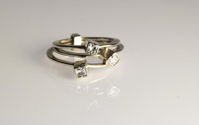 L'anello di fidanzamento è un pegno di fedeltà e d'amore.