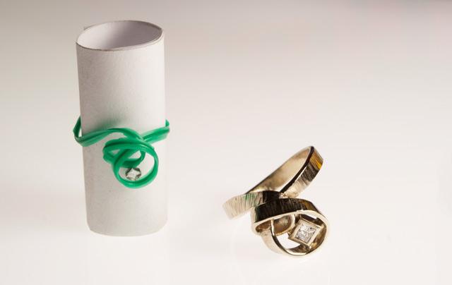 """Davide è arrivato nel mio laboratorio col bozzetto del suo """"anello alternativo"""" fatto con le sue mani: eccezionale!"""