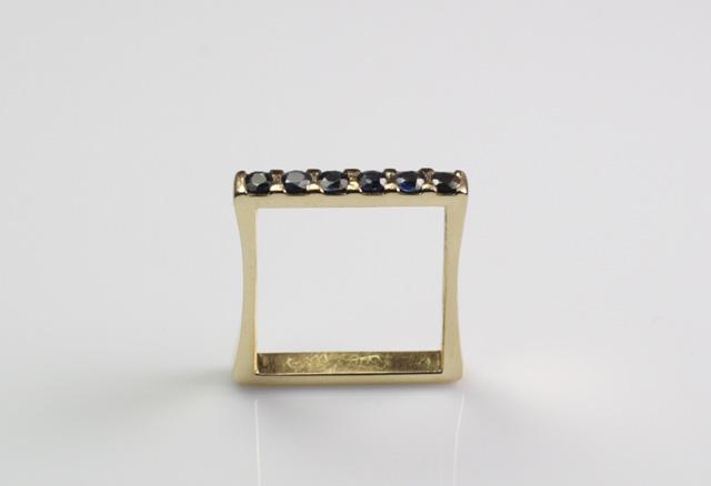 Anche gli anelli veretta, nella loro semplicità, possono essere personalizzati e dinamizzati.