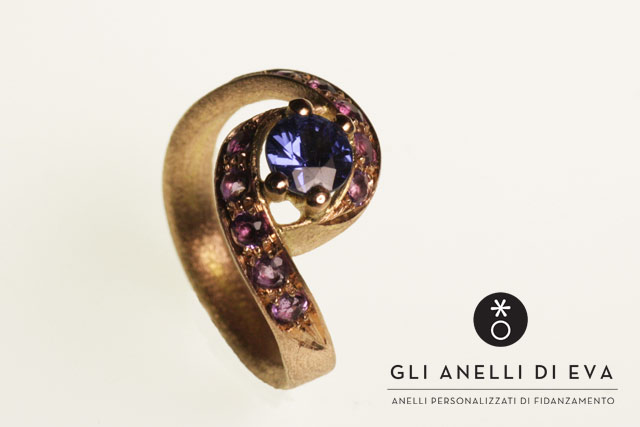 Anello in stile antico, in oro rosa con zaffiro e amestiste, pensato per Marcello.