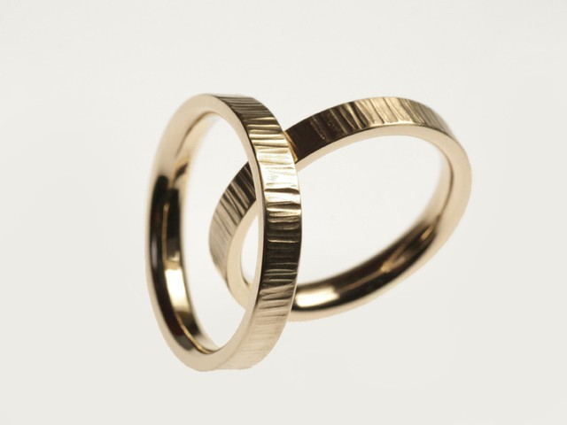 "Fedi nuziali particolari: ""Emma""- Fedi in oro bianco nickel free, martellate / ""Emma"" – White nickel free gold rings, hammered"