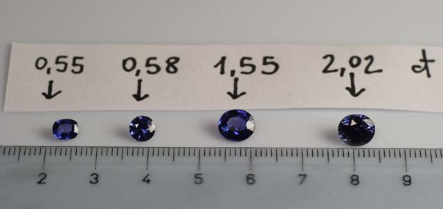 La scelta delle pietre e delle colorazioni è stata ardua, in foto 4 zaffiri di Ceylon proposti per l'anello in stile antico.