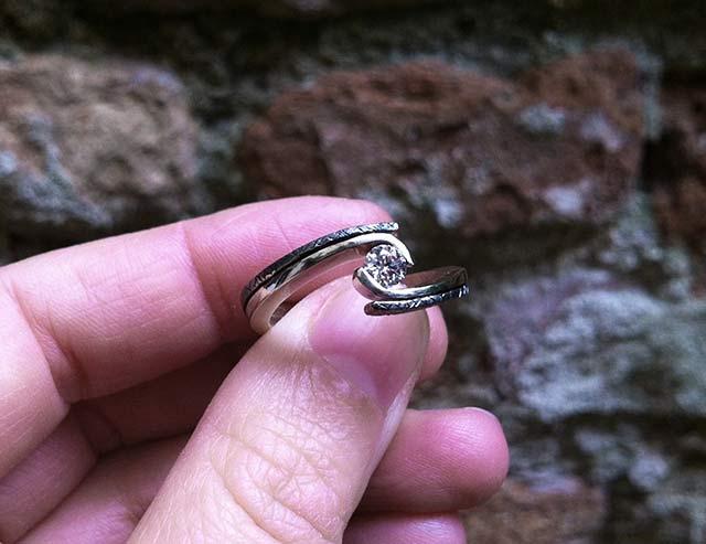 anello di fidanzamento in oro nero